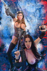 Two Actiongirls in war scene fotoshooting.