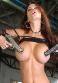 Boobs and guns fore pleasure