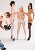 3 perfects teens: glamour strip-tease in white studio!