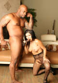 Kinky muscle man in Interracial fuck action