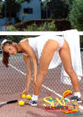 Bare cunt on tennis court