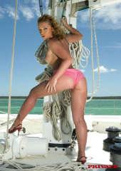 Yachtgirl Rose in pink panty