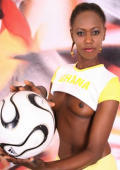 Hot chocolate football babe from Ghana showing er round ass.